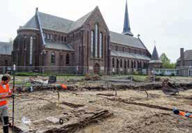 Opgravingen naast de St. Martinuskerk door RAAP (Harry Vijfhuizen en Marca Bultink)